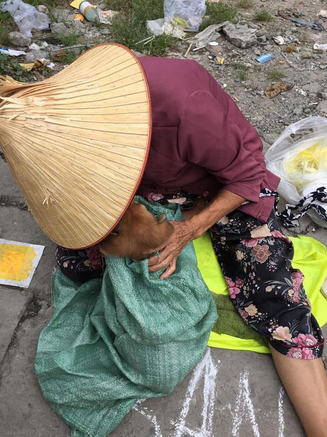 Nụ hôn từ biệt của cụ già và chú chó nhỏ: Câu chuyện không ai cầm được nước mắt giữa phố Sài Gòn-3