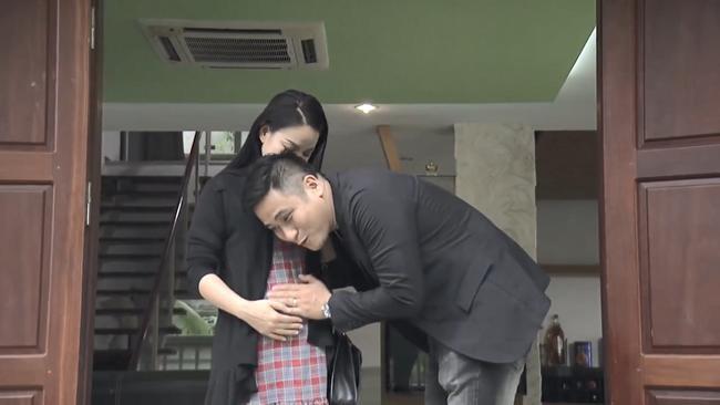 Nhan sắc gợi cảm của vợ Vũ mặt sắt phim Quỳnh búp bê-3