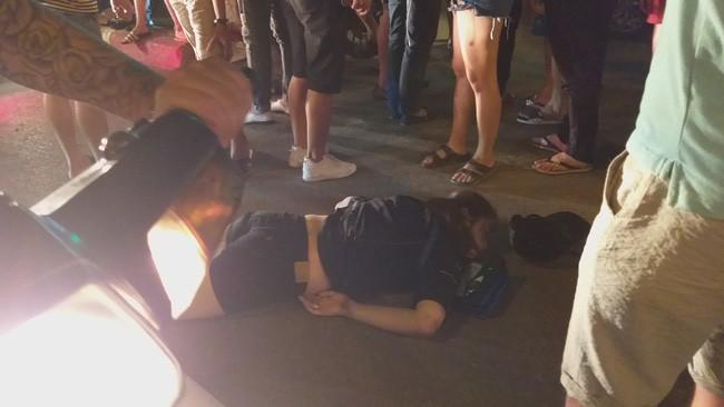 Cô gái đi xe máy bị ô tô cố vượt đèn đỏ đâm trọng thương-2