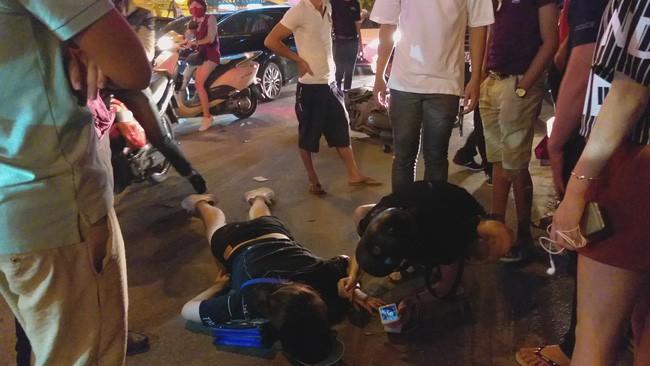 Cô gái đi xe máy bị ô tô cố vượt đèn đỏ đâm trọng thương-4