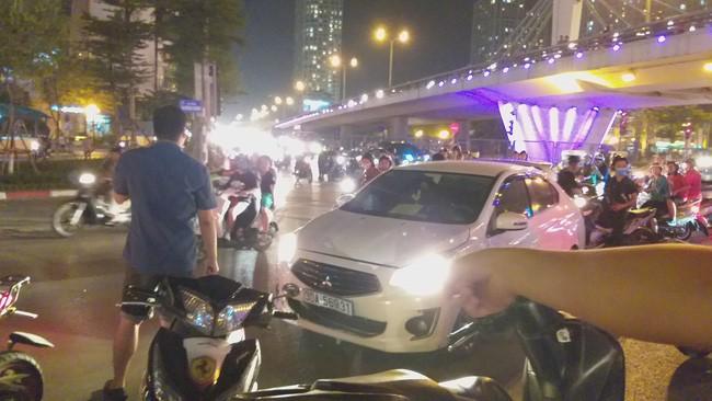 Cô gái đi xe máy bị ô tô cố vượt đèn đỏ đâm trọng thương-5