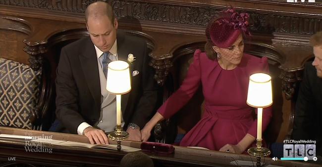 Lộ bức ảnh Hoàng tử William từng thân mật với cô gái lạ khiến Kate bật khóc, chấm dứt mối quan hệ lâu năm-3