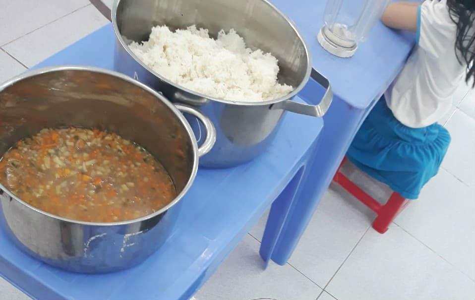 Vụ trẻ ăn gạo mốc, đầu cá: Canh sát bữa ăn!-1