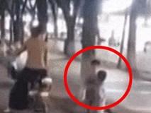 Người mẹ phạt 2 con bằng cách bắt quỳ gối, tát nhau giữa đường gây phẫn nộ