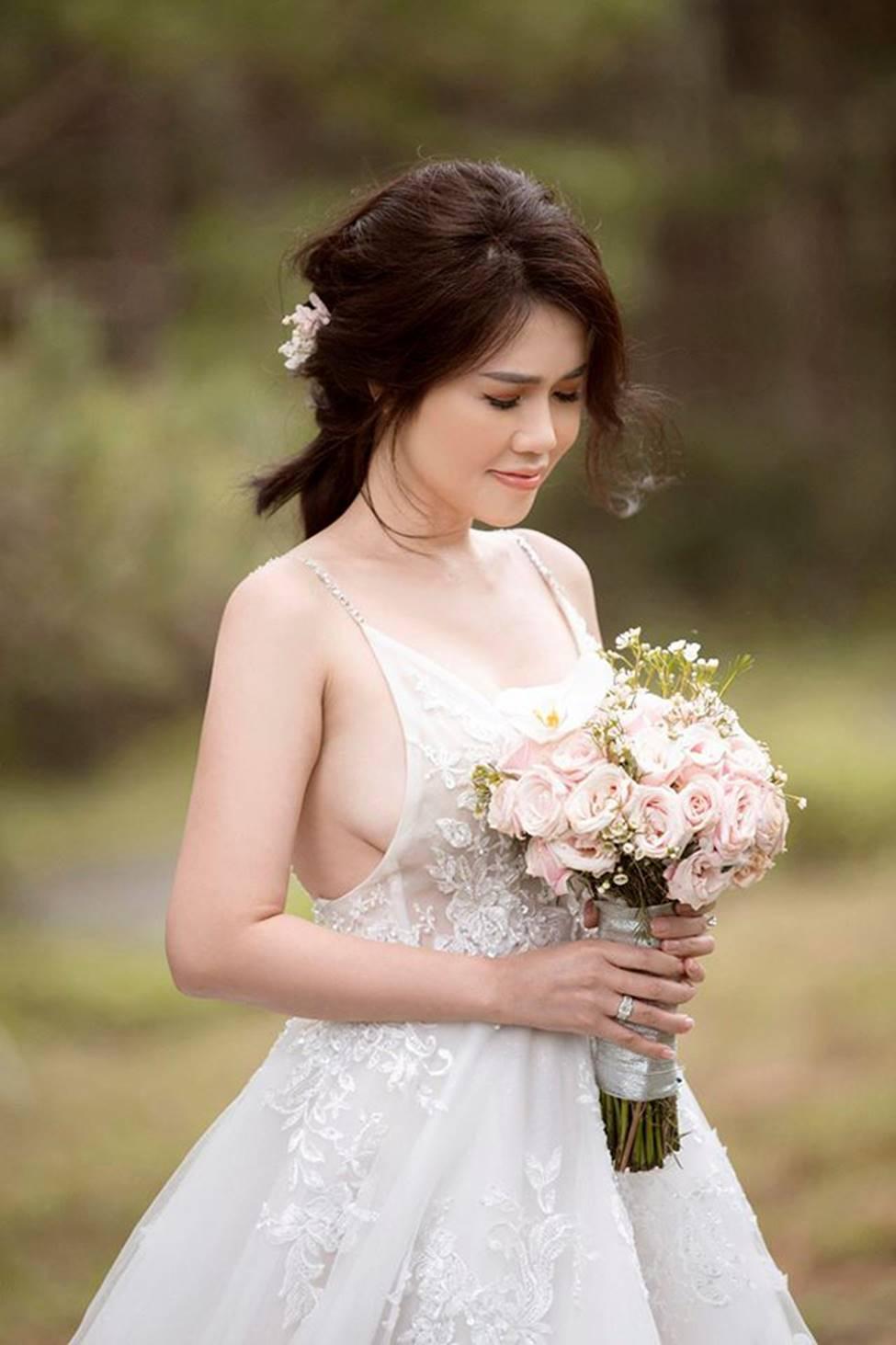 Chị gái diện váy cưới quá nóng bỏng, nữ hoàng nội y cũng phải ghen tỵ-4