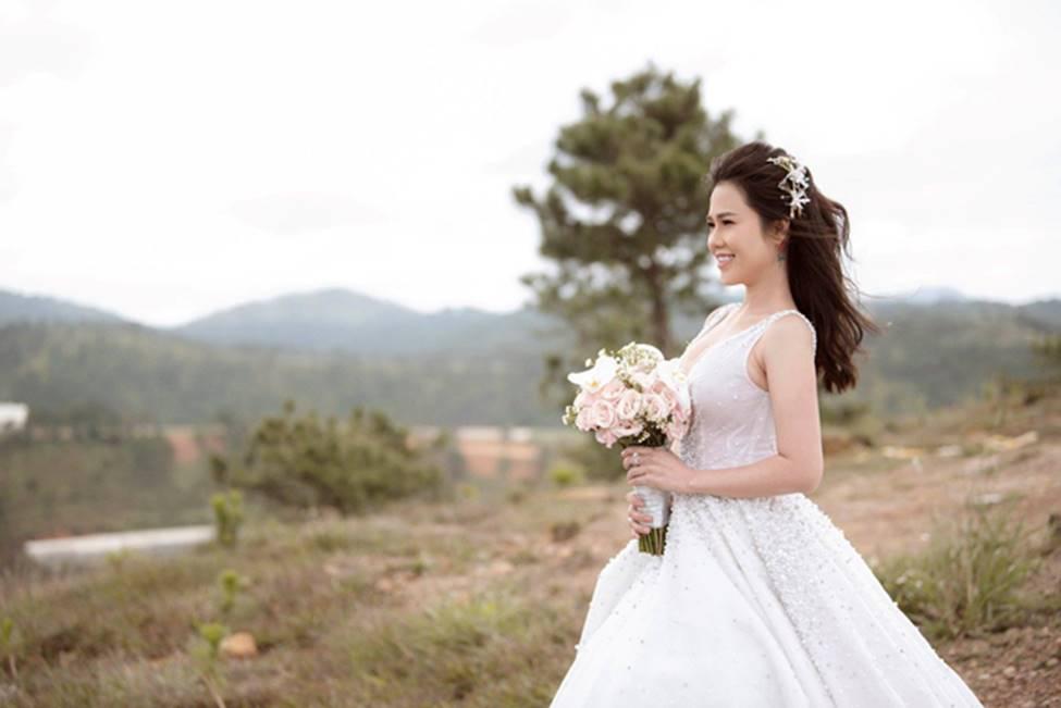 Chị gái diện váy cưới quá nóng bỏng, nữ hoàng nội y cũng phải ghen tỵ-13