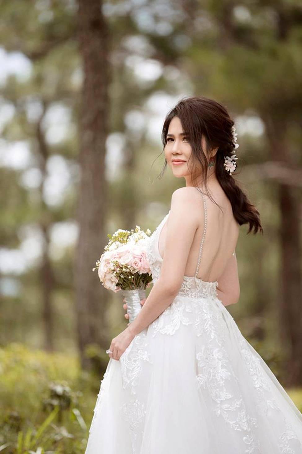 Chị gái diện váy cưới quá nóng bỏng, nữ hoàng nội y cũng phải ghen tỵ-20