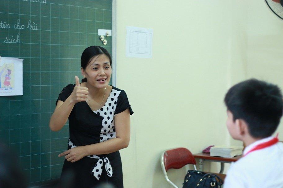 Những cô giáo quen với việc học sinh cắn, phi chổi vào người-4