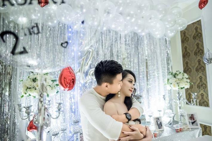 Bạn gái Vũ Văn Thanh hạnh phúc ngất ngây trong đêm kỷ niệm 3 năm yêu nhau-1