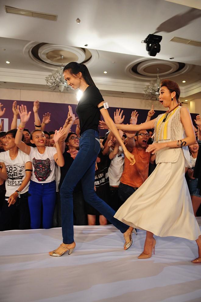 Cuộc sống của nữ người mẫu dìm hàng tất cả sao Việt khi chụp ảnh chung-1