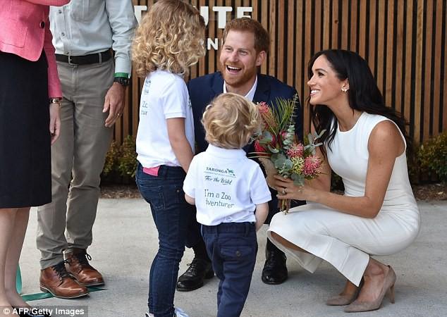 Hoàng tử Harry bất ngờ mắng người hâm mộ khi họ làm điều này với người vợ đang mang thai của anh-2