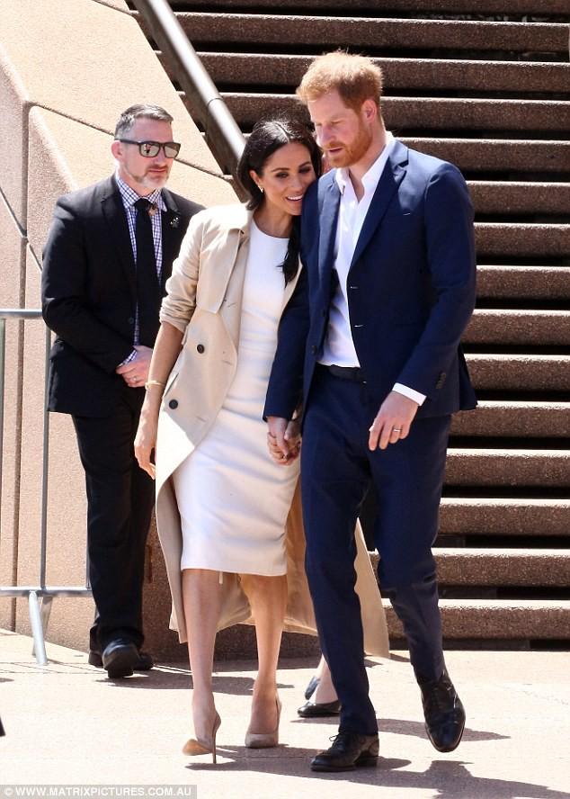 Hoàng tử Harry bất ngờ mắng người hâm mộ khi họ làm điều này với người vợ đang mang thai của anh-6