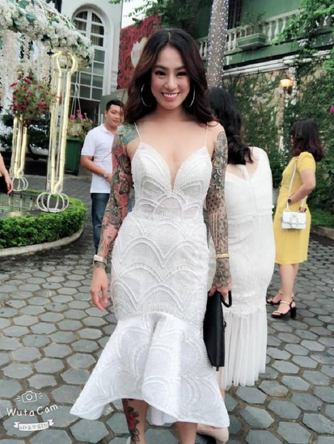 Cô dâu xăm trổ kín người nhưng 'quyến rũ hết phần người khác' khiến mạng xã hội xôn xao tranh cãi-4
