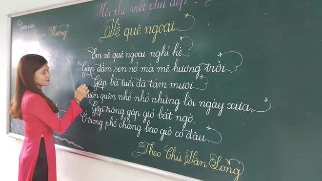 Khi giáo viên tiểu học đi thi viết chữ đẹp: Không máy in hay font chữ xịn sò nào có thể sánh ngang với bàn tay cô giáo!-4