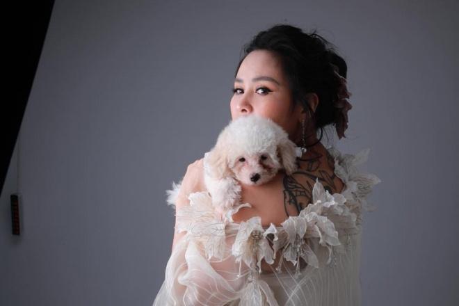 Diva Thanh Lam khoe vai trần gợi cảm, lần đầu lộ hình xăm bí ẩn sau lưng-2
