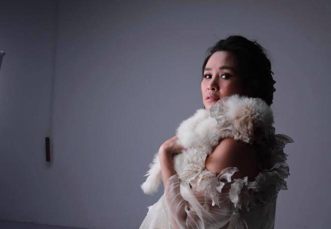 Diva Thanh Lam khoe vai trần gợi cảm, lần đầu lộ hình xăm bí ẩn sau lưng-5