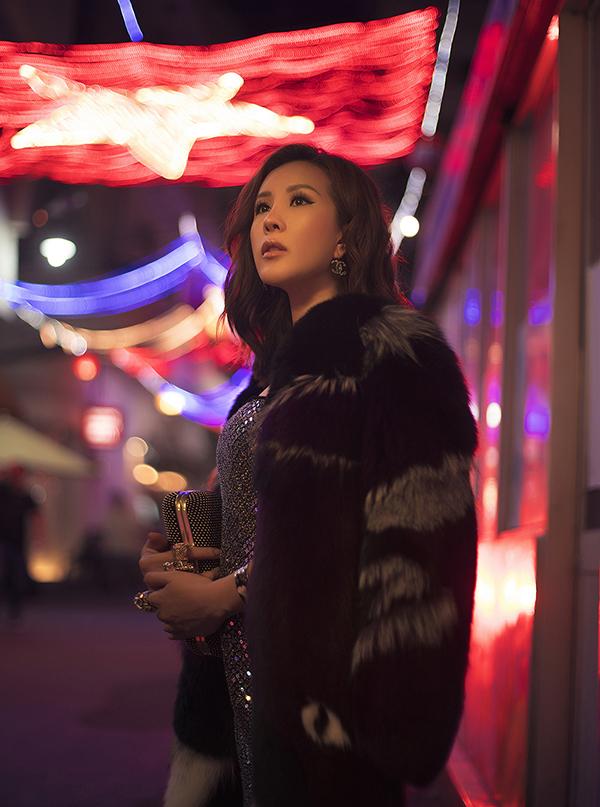 Hoa hậu Thu Hoài đậm chất đàn bà phố thị lôi cuốn và sang trọng trong bộ ảnh mới-2
