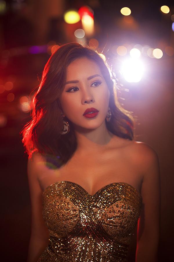 Hoa hậu Thu Hoài đậm chất đàn bà phố thị lôi cuốn và sang trọng trong bộ ảnh mới-5