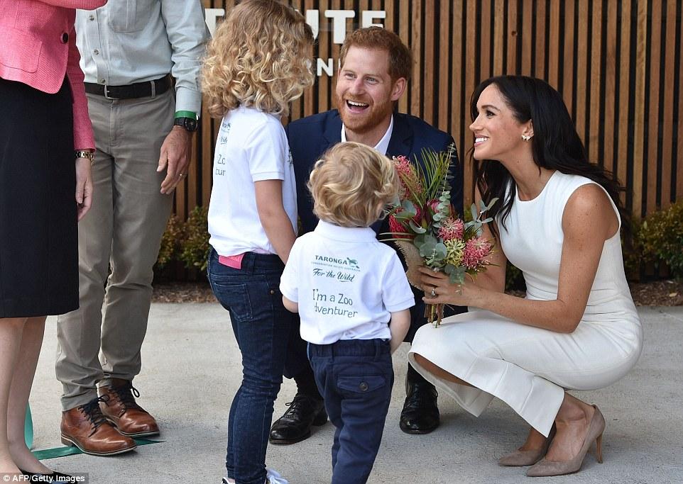 Hành động nhỏ xíu chứng tỏ Hoàng tử Harry là ông chồng cực tâm lý, chị em ghen tị với Công nương Meghan cũng phải-2