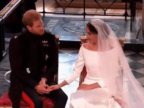 Hành động nhỏ xíu chứng tỏ Hoàng tử Harry là ông chồng cực tâm lý, chị em ghen tị với Công nương Meghan cũng phải-6