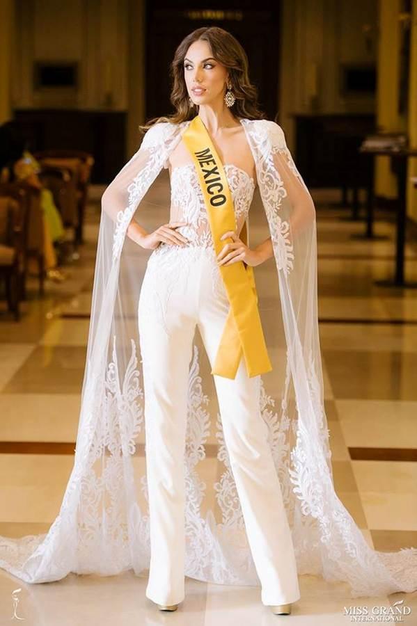 Phương Nga đầm lông vũ lộng lẫy dự phần thi phỏng vấn ở Miss Grand-3