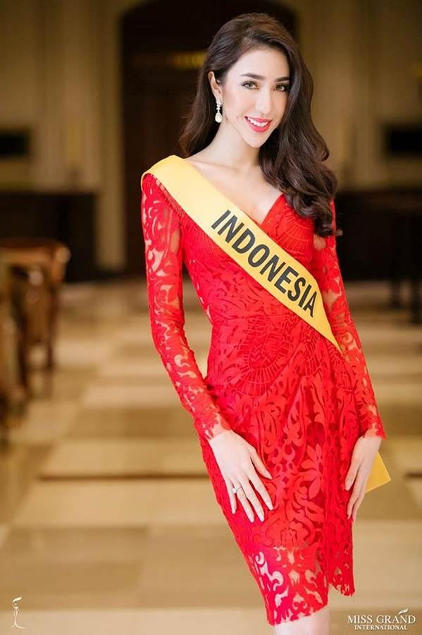 Phương Nga đầm lông vũ lộng lẫy dự phần thi phỏng vấn ở Miss Grand-5