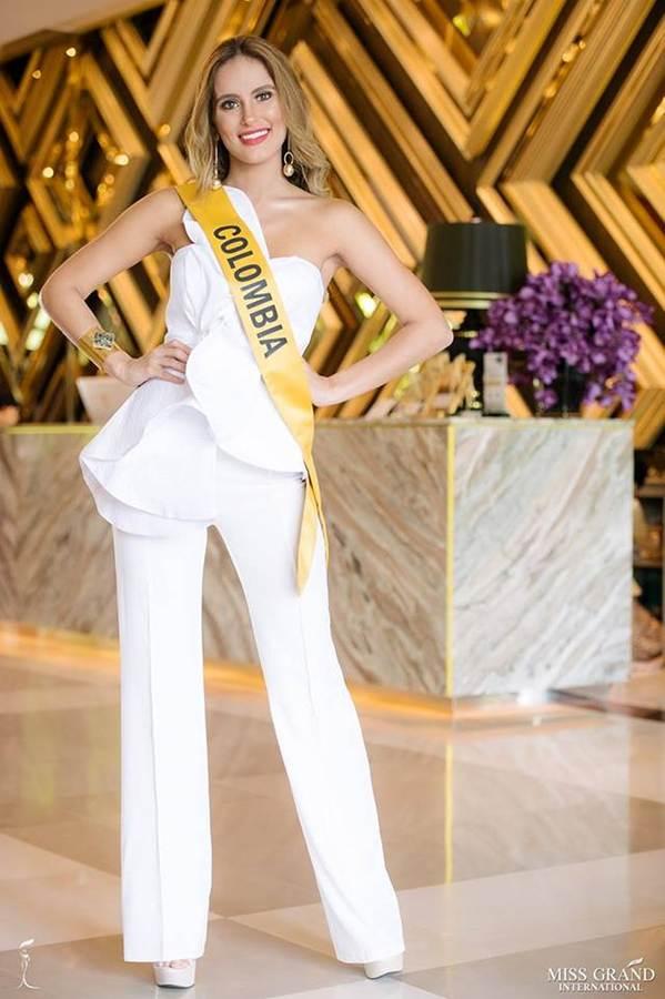 Phương Nga đầm lông vũ lộng lẫy dự phần thi phỏng vấn ở Miss Grand-6