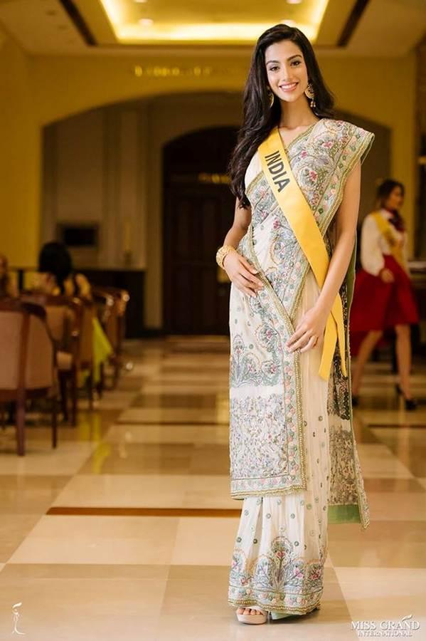 Phương Nga đầm lông vũ lộng lẫy dự phần thi phỏng vấn ở Miss Grand-14
