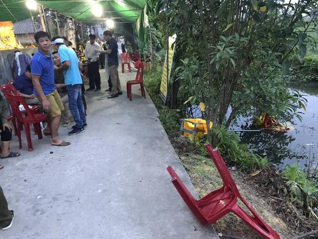 Ô tô điên lao thẳng vào đám tang và khu chợ, 6 người bị thương nặng-1
