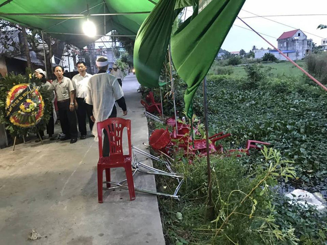 Ô tô điên lao thẳng vào đám tang và khu chợ, 6 người bị thương nặng-2