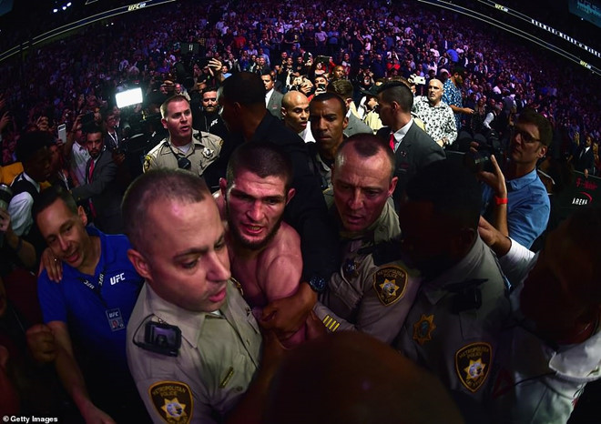 Mayweather nhận lời thách đấu của nhà vô địch UFC hạng nhẹ thế giới-2
