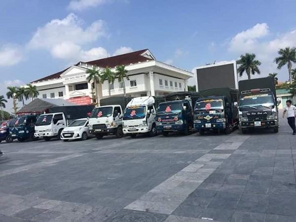 Chú rể Thái Bình đón dâu bằng siêu xe trong đó có cả xe chở lợn mà cả họ nhà gái cười lăn lộn-3