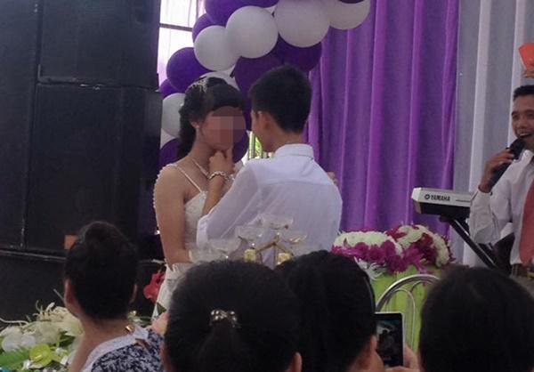 5 cặp đôi nhi đồng ăn chưa no đã lo cưới gây bão mạng xã hội Việt-4