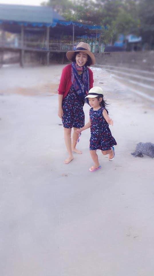 Mai Phương khoẻ mạnh hơn hẳn sau hơn 1 tháng xuất viện, tươi tắn đưa con gái về quê nội nghỉ dưỡng-2