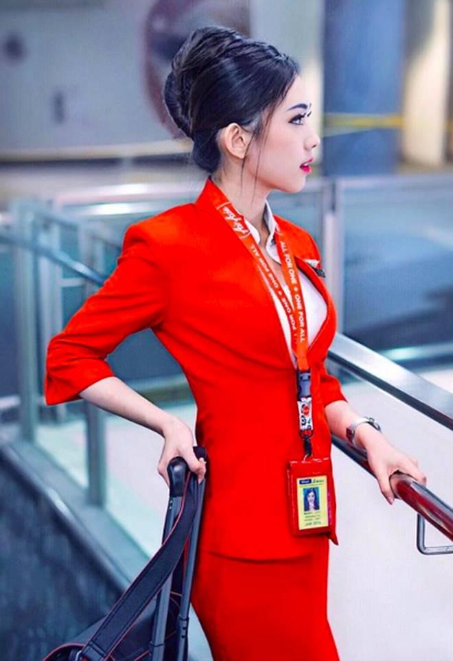 Nữ tiếp viên hàng không Malaysia gây sốt trên MXH chỉ sau tấm ảnh chụp trộm của hành khách-2