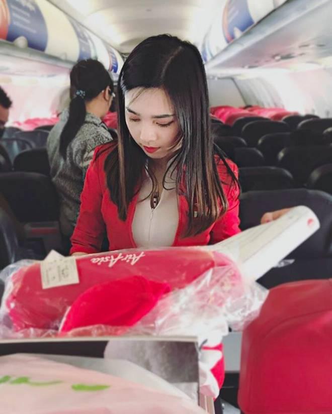 Nữ tiếp viên hàng không Malaysia gây sốt trên MXH chỉ sau tấm ảnh chụp trộm của hành khách-3