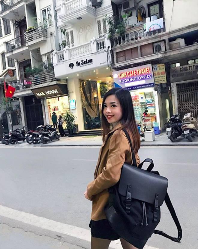Nữ tiếp viên hàng không Malaysia gây sốt trên MXH chỉ sau tấm ảnh chụp trộm của hành khách-12