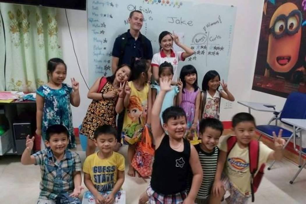 Giáo viên gắn mác Tây tràn ngập trung tâm tiếng Anh châu Á-2