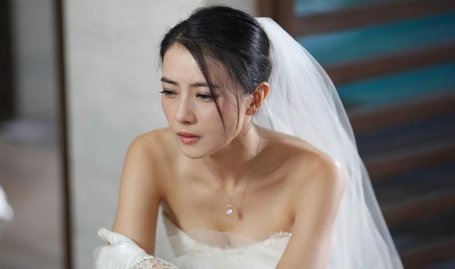 Quá khứ nhơ nhớp bị phơi bày ngay giữa lễ đường, cô dâu ôm váy bỏ trốn khỏi đám cưới của chính mình-3
