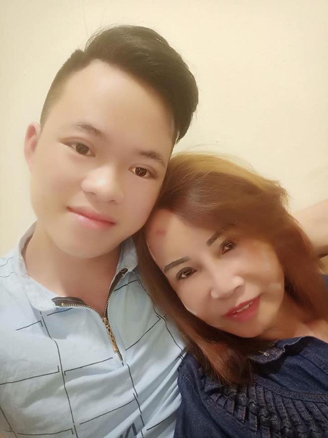 Cô dâu 62 tuổi đăng ảnh mới nhất sau phẫu thuật, chồng chia sẻ vẫn chưa thể nói chuyện-7
