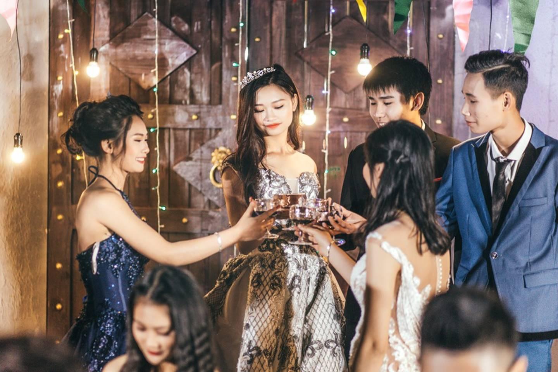 Khi rich kids Việt chụp ảnh kỷ yếu: Lớp chi 80 triệu đi Đà Lạt, lớp chụp hết 40 triệu ở phim trường-2
