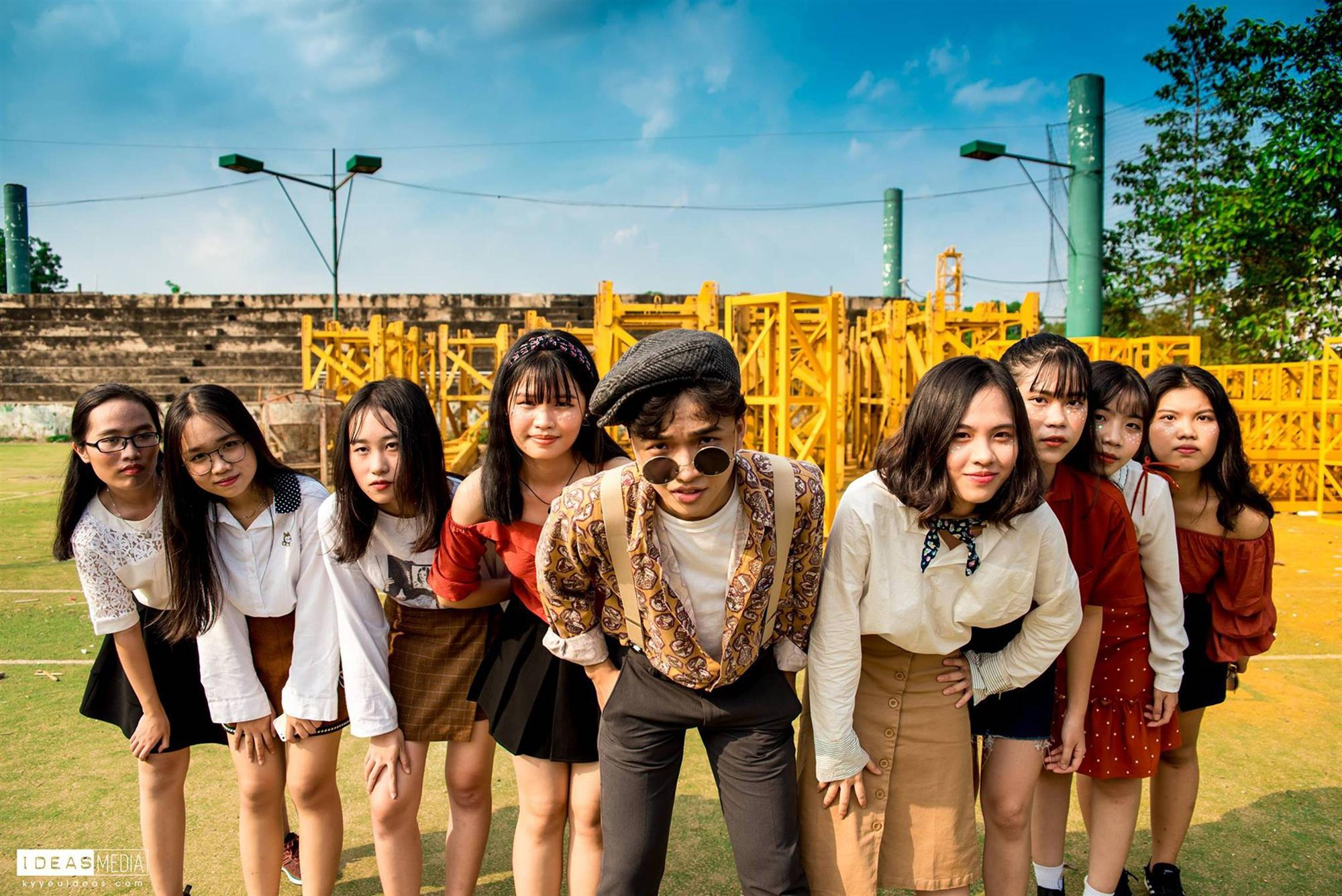 Khi rich kids Việt chụp ảnh kỷ yếu: Lớp chi 80 triệu đi Đà Lạt, lớp chụp hết 40 triệu ở phim trường-19