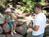 Thấy con gái mắc kẹt trên tường đá, thái độ lạ thường của ông bố khiến mọi người nể phục
