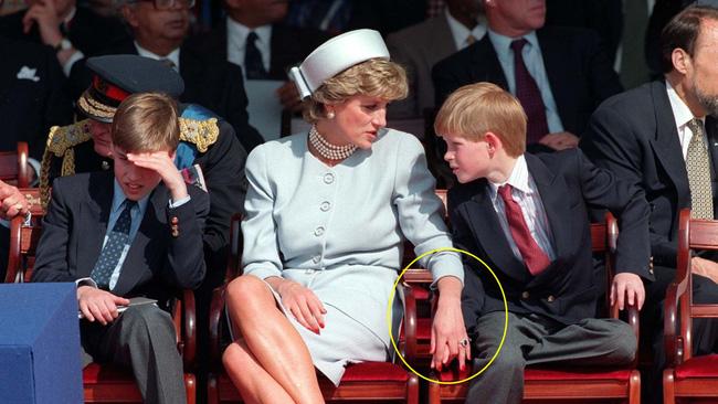 Lần đầu tiết lộ Công nương Diana từng thừa nhận thiên vị Hoàng tử Harry hơn William vì lý do nhạy cảm này-1