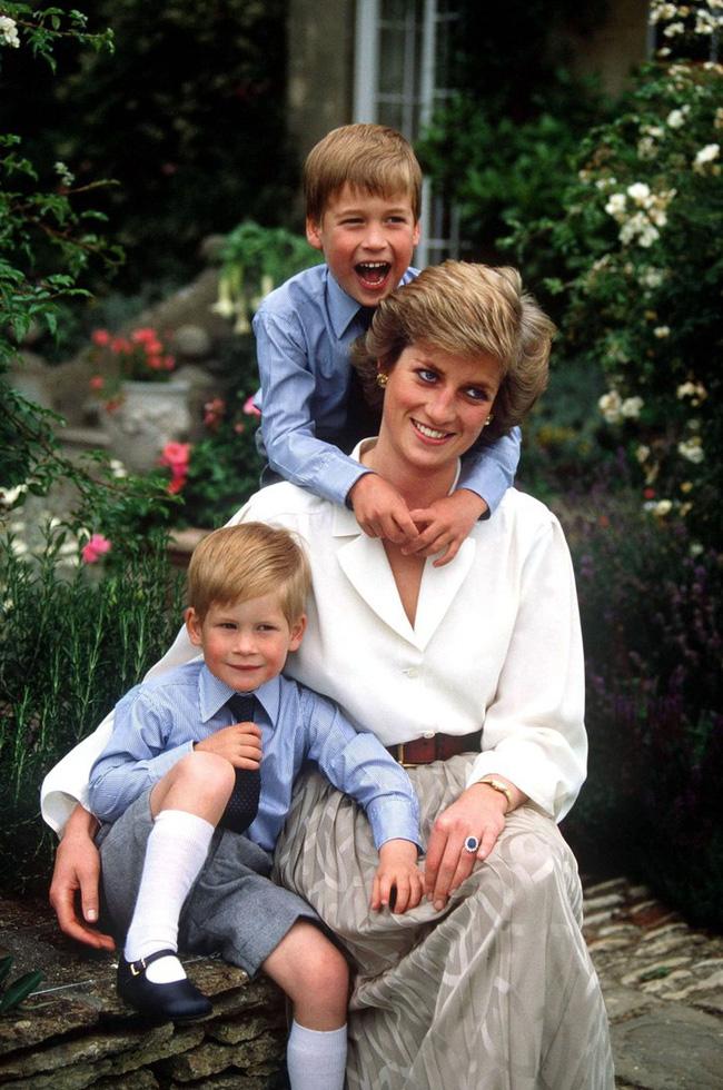 Lần đầu tiết lộ Công nương Diana từng thừa nhận thiên vị Hoàng tử Harry hơn William vì lý do nhạy cảm này-2