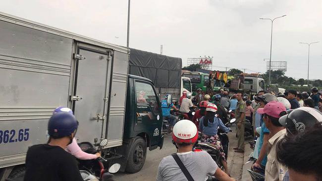 Tai nạn kinh hoàng tại Sài Gòn: 2 người chết, 3 người bị thương nặng, giao thông ùn tắc nghiêm trọng-2