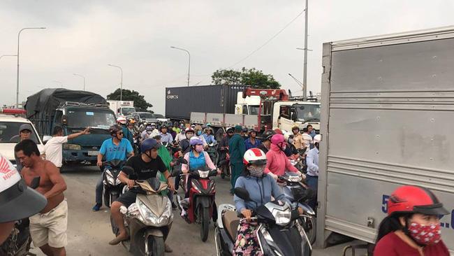 Tai nạn kinh hoàng tại Sài Gòn: 2 người chết, 3 người bị thương nặng, giao thông ùn tắc nghiêm trọng-4
