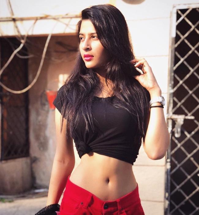 Chấn động: Người mẫu Ấn Độ 20 tuổi bị bạn quen trên mạng sát hại, nhét xác vào vali để tiêu hủy giữa đường-3