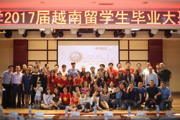Mê mệt với vẻ đẹp tựa tranh vẽ của ngôi trường được mệnh danh là Đại học hoa anh đào ở Trung Quốc-10