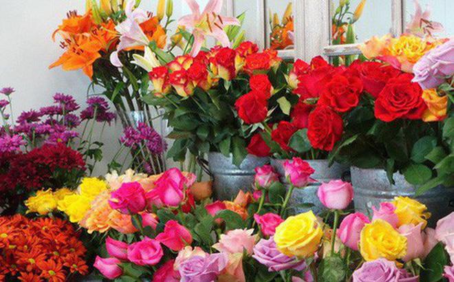 Hoa tươi tăng chóng mặt giá gấp 2-3 lần ngày thường nhưng vẫn cháy hàng-1